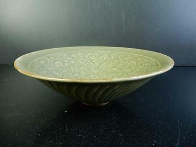 F5185: Chinese Celadon Person Arabesque pattern FLAT TEA BOWL Tea Ceremony