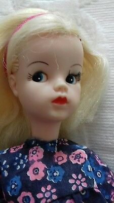 Pre-owned GORGEOUS SINDY CENTRE-PART VHTF . Ex Condition Collectable doll.