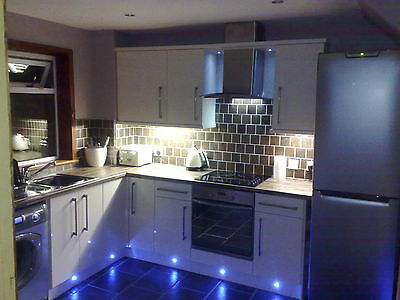 New Ex-display Cream,White & Grey high Gloss 7 Unit Kitchen £999 / £1450 FITTED