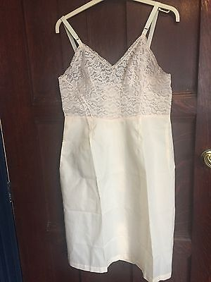 1950s Lingerie/cream Slip / Petticoat/Full Slip / Lace Slip /Hollywood Glamour