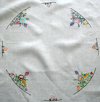 Vintage Hand Embroidered Flower Circle White Cotton Tablecloth