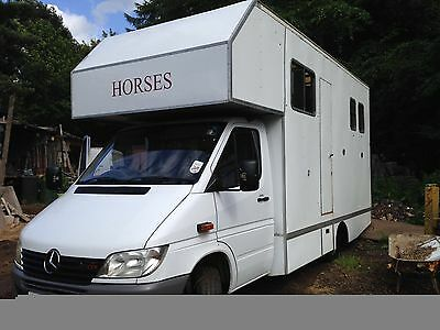 Mercedes 3.5t horsebox with living