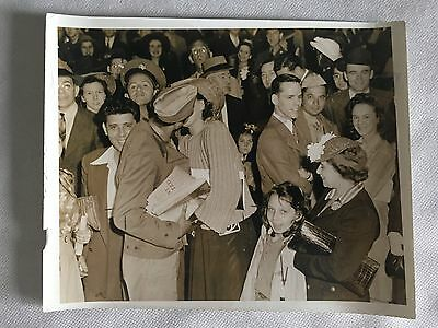 VINTAGE WEEGEE-ESQUE: News Photo of Soldier Kissing Girl on Leave WWII Photo