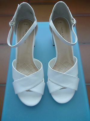 CHAUSSURES BLANCHES T. 38 Etat neuf