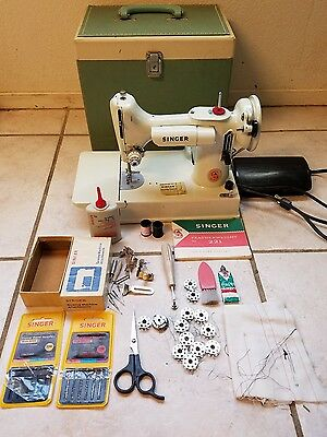 VINTAGE SINGER 221K White Featherweight  Sewing Machine w/ case and accessories