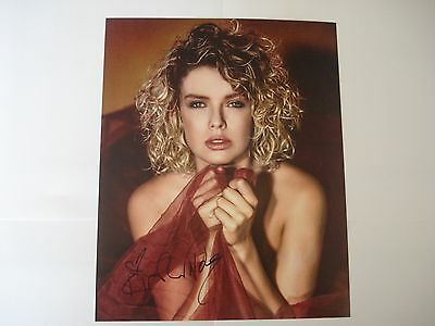 Kim Wilde genuine hand-signed autograph photograph size 10x8 with C.O.A.