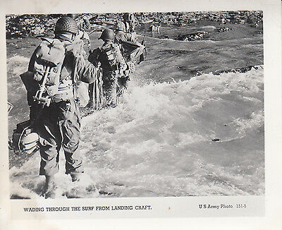 Original US Army Photo AMERICANS WADING ASHORE on BEACH D-DAY 1944 NORMANDY 265