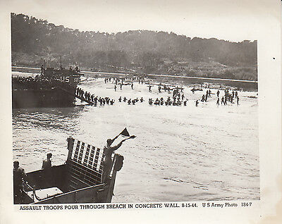 Original US Army Photo ASSAULT TROOPS on Beach D-DAY INVASION SOUTH FRANCE 165