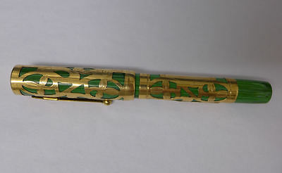 A8 Eclipse Green & gold Oversize Overlay Filigree Fountain Pen