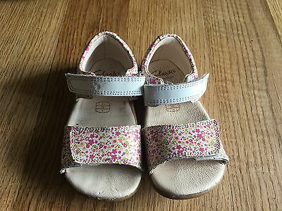 Clarks stunning leather ditsy flowers sz 5.5 infants baby girls sandals shoes