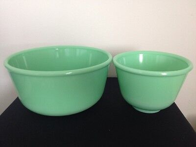 "Vintage McKEE JADEITE SET OF 2 MIXING BOWLS, 9"" & 6"" #2 (NO SPOUT ON SMALL BOWL)"