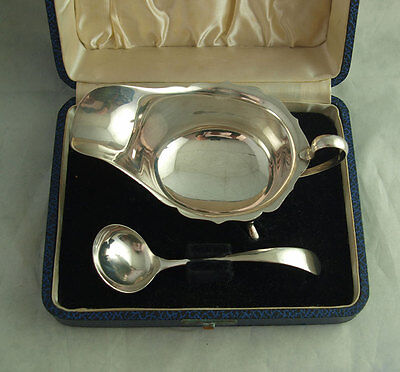 Elegant Cased Solid Silver Sauce Boat And Ladle - Viners Sheff. 1938.