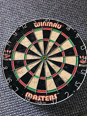 Winmau Masters Competition Bristle Dartboard with 6 darts