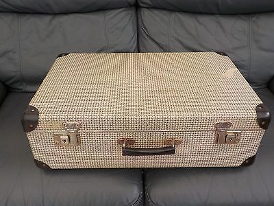 SUITCASE CASE LUGGAGE   VINTAGE OLD  50s 60s COLLECTABLE STORAGE OR DPO