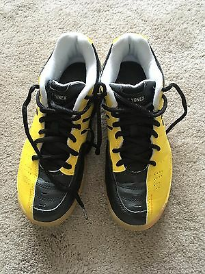 Yonex junior badminton shoes, yellow/black size UK junior 4
