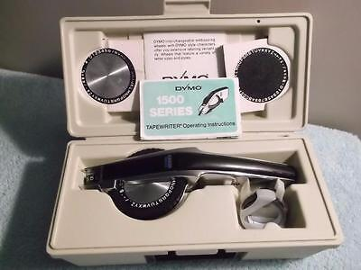 DYMO 1550 Chrome Deluxe Tapewriter Label Maker Kit W/ Spare Wheels Case & Tape