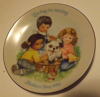 Avon Mothers Day Plate 1989 Loving is Caring