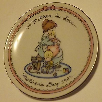 Avon Mothers Day Plate 1987 A Mother is Love