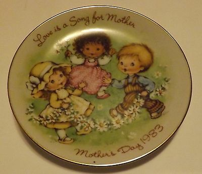 Avon Mothers Day Plate 1983 Love is a Song for Mother