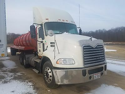 2008 Mack truck cab and chassis cxu 613 tandem