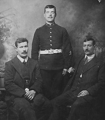 pre WW1 WWI British soldier of unknown regiment - with brothers?