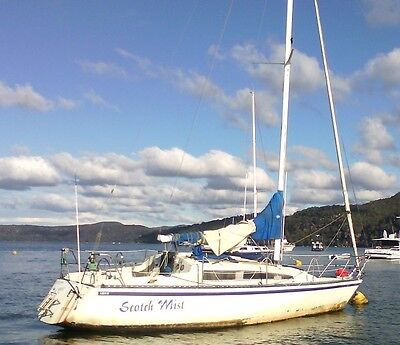 Bounty 28' Yacht Fibreglass - In Need Of Massive Work No Reserve - Must Sell