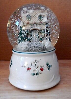 Pfaltzgraff Winterberry Musical Snow Globe Deck The Halls Discontinued Excellent
