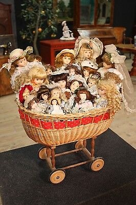 LOTTO COLLECTION OF DOLLS Of YEARS '80 '90 (21 dolls) And CART (L 52 cm)