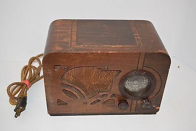 VINTAGE Art Deco Wooden Airline Brand 'INDIAN HEAD' Tube radio - Works