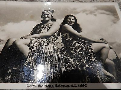 NEW ZEALAND photograph AUTHENTIC postcard MAORI MAIDENS ?!  SHOW A LEG