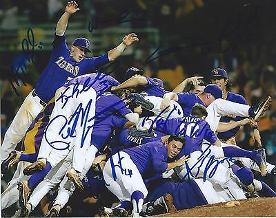 2017 LSU TIGERS TEAM signed 8x10 photo CWS COA COLLEGE WORLD SERIES