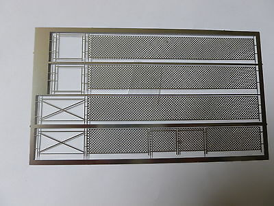 N SCALE MESH FENCING with gate,separate supports and bracing pieces