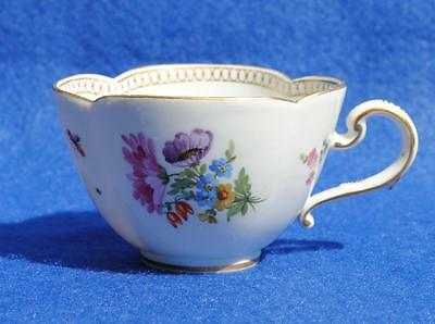 ANTIQUE 19thC MEISSEN PORCELAIN HAND PAINTED CUP FLOWERS & INSECTS
