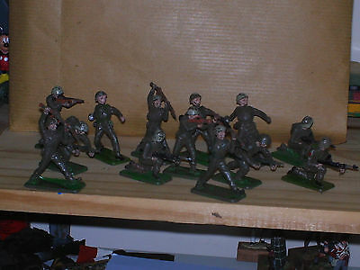 Crescent 1:32 Scale Toy Soldiers x 13