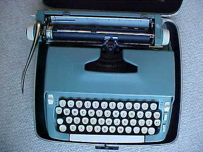 Vintage 1960's Smith Corona Super Sterling Portable Typewriter With Case
