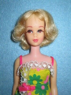 1970 Vintage Blonde Francie Barbie doll TNT Twist 'N turn Short Curly Flip