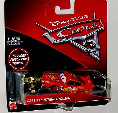 2017 DISNEY PIXAR CARS 3 Lightning McQueen with Includes Piston Cup Trophy NEW!