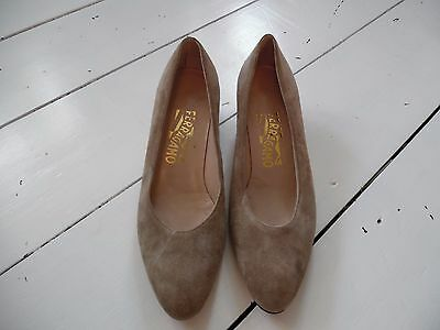 Ladies Vintage Salvatore Ferragamo Beige Suede Court Shoes Size UK 5.5 EU 38