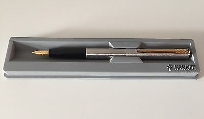 1998 New Parker Fountain Pen, Stainless Steel Gt, Made In The Uk Medium Nib, Iie