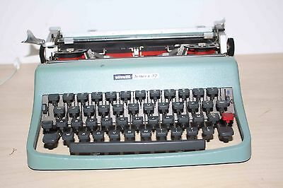 Vintage Olivetti Lettera 32 Typewriter - Good Working Condition - with Case