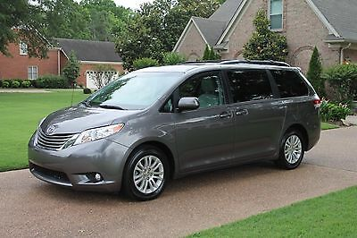 2014 Toyota Sienna XLE One Owner Perfect Carfax Non Smokers Van Heated Leather Moonroof MSRP New $36520