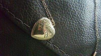 9ct gold heart pendant and chain vintage