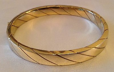 Beautiful Quality 9ct Yellow Gold Ladies Bracelet/Bangle. Excellent condition