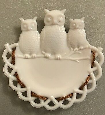 Vtg wall hanging / plate WESTMORELAND Milk glass 3 WISE OWLS milkglass figurine