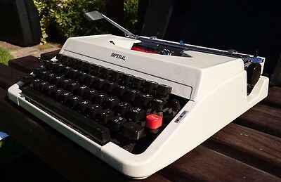 VINTAGE 1960s IMPERIAL GOOD COMPANION 203 TYPEWRITER - WORKS PERFECTLY