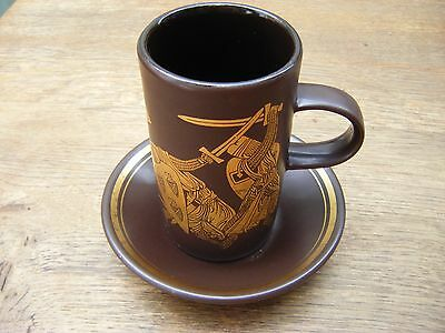 RETRO PURBECK POTTERY BROWN /GOLD MEDIEVAL COFFEE MUG & SAUCER - Sword fighting