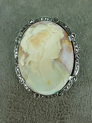 BELLE BROCHE CAMEE, coquillage, monture argent, ancienne.