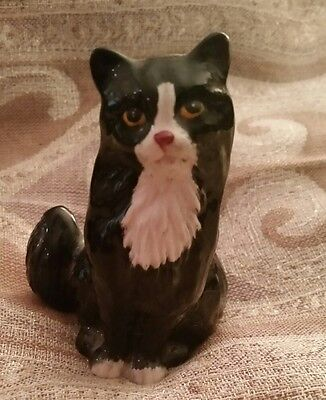 Royal Doulton Sitting Black & White Cat