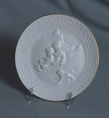 "Avon Porcelain Collector Plate A Child's Christmas 8"" Wide Dated 1985"
