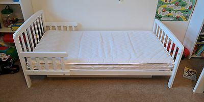 White Wooden Toddler Bed With Storage Drawer O GBP2600